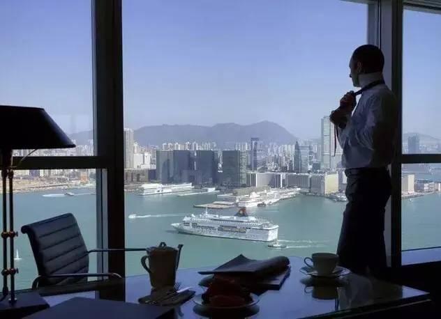 这座位于港岛中环的酒店,据说藏着财经界娱乐圈一半的秘密